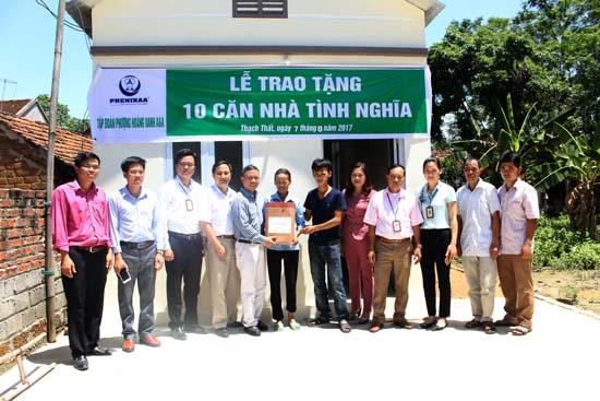 UBMTTQ huyện phối hợp với Tập đoàn Phượng Hoàng Xanh trao nhà ở cho hộ nghèo