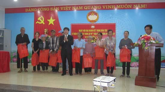 Ngày hội đại đoàn kết toàn dân tộc ở làng Vĩnh Lộc xã Phùng Xá