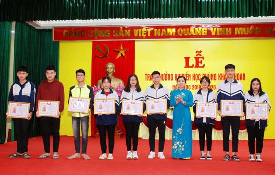 Phùng Xá trao thưởng khuyến học Phùng Khắc Khoan  năm học 2019- 2020