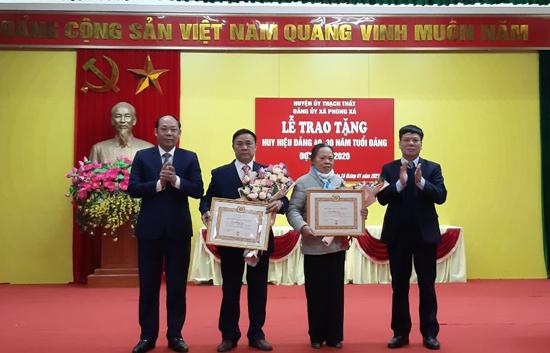 Đảng bộ xã Phùng Xá trao Huy hiệu Đảng và tổng kết các mặt công tác năm 2020