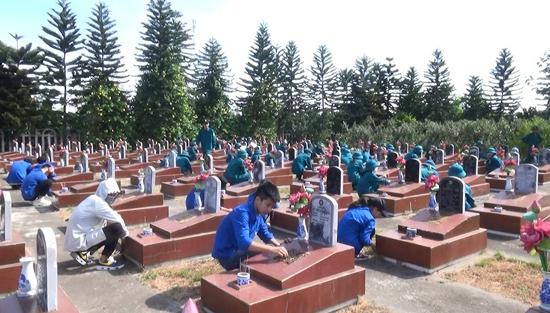 Trên 100 cán bộ, chiến sỹ dân quân 3 xã Đại Đồng, Cẩm Yên, Lại Thượng tổ chức các hoạt động tri ân các anh hùng liệt sỹ