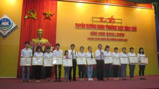 Lễ tuyên dương khen thưởng học sinh giỏi năm học 2014-2015