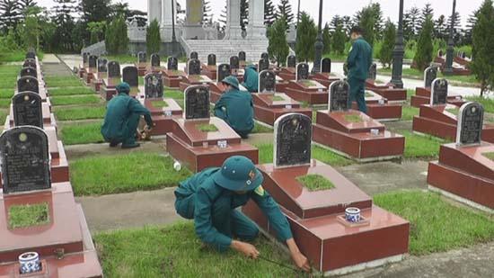 Ban Chỉ huy Quân sự huyện tổ chức hoạt động tri ân tại Đền thờ liệt sỹ huyện và Nghĩa trang liệt sỹ Đại Đồng