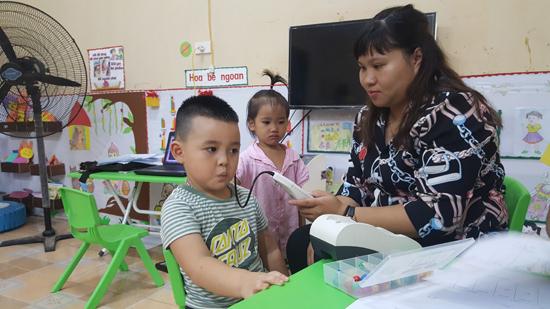 Trung tâm Y tế huyện khám khiếm thính cho trẻ Mầm non tại Kim Quan
