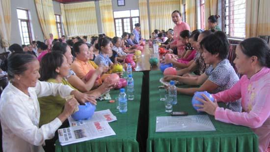 Hội Phụ nữ xã Phú Kim kỷ niệm 84 năm ngày thành lập Hội LHPN Việt Nam 20/10 và ngày hội mổ lợn nhựa tiết kiệm