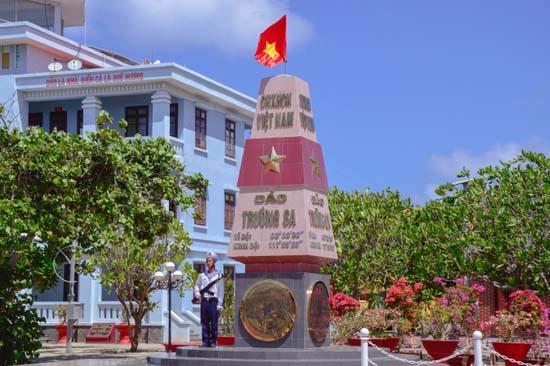"""Huyện ủy Thạch Thất: Vận động ủng hộ Quỹ """"Vì biển, đảo Việt Nam"""" năm 2019"""