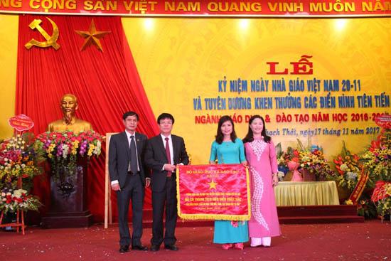 Huyện Thạch Thất tổ chức lễ kỷ niệm ngày Nhà Giáo Việt Nam 20/11 và tuyên dương, khen thưởng các điển hình tiên tiến ngành Giáo dục &Đào tạo huyện, năm học 2016 - 2017