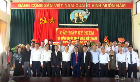 Trung tâm Bồi dưỡng chính trị huyện gặp mặt kỷ niệm 38 năm ngày Nhà giáo Việt Nam