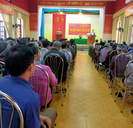 Thạch Thất: Tuyên truyền, trợ giúp pháp lí cho hơn 130 đại biểu xã Cẩm Yên