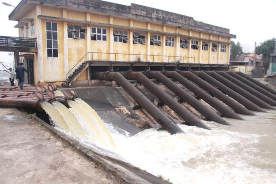 UBND huyện Thạch Thất:  Chỉ đạo các xã, thị trấn tập trung lấy nước, trữ nước đổ ải phục vụ cho sản xuất vụ Xuân 2019