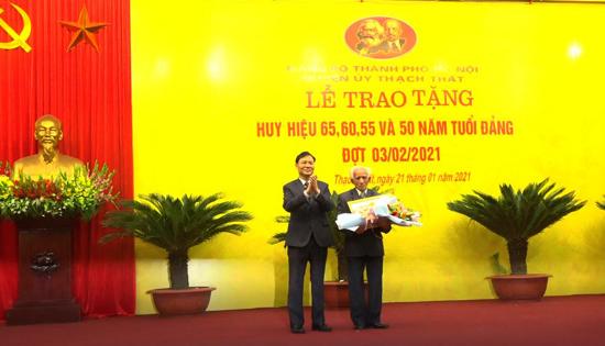 Huyện ủy Thạch Thất trao tặng Huy hiệu Đảng đợt 03/02/2021