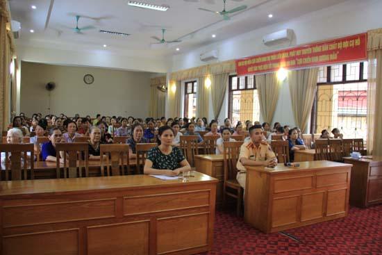 Hội LHPN huyện tuyên truyền Luật giao thông đường bộ cho hội viên phụ nữ huyện Thạch Thất