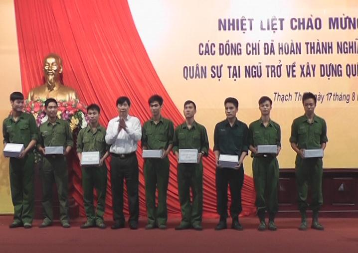 Huyện Thạch Thất đón nhận quân nhân xuất ngũ năm 2013