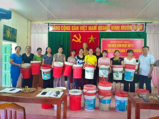 Hội LHPN xã Thạch Hoà ra mắt Chi hội thực hiện phân loại rác thải tại nguồn