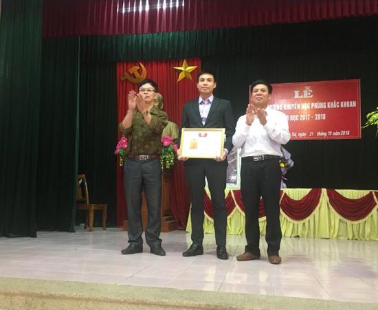 Xã Phùng Xá trao giải thưởng Phùng Khắc Khoan  năm học 2017- 2018