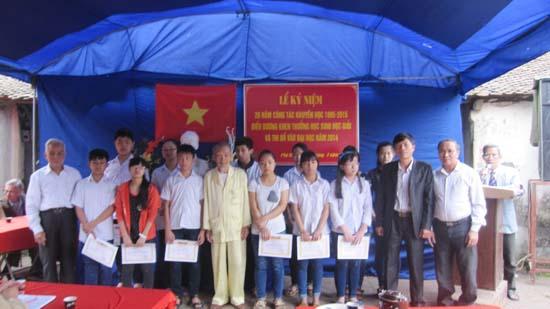 Ban khuyến học thôn Phú Hòa- xã Bình Phú kỷ niệm 20 năm thành lập và khen thưởng các em học sinh giỏi