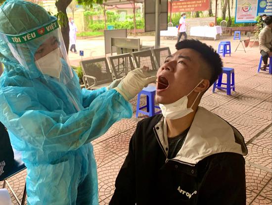Thạch Thất: 206 thanh niên được xét nghiệm COVID-19 miễn phí trước khi nhập ngũ, để đảm bảo sức khỏe và kiểm soát tốt dịch bệnh