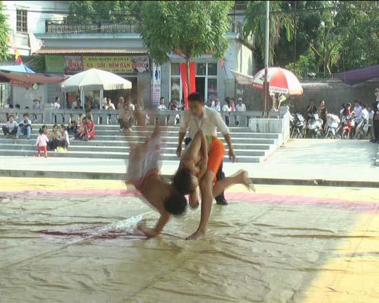 Hội vật truyền thống làng Bùng- xã Phùng Xá- huyện Thạch Thất.