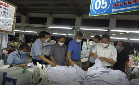 Bộ Y tế hướng dẫn xử lý khi có trường hợp mắc COVID-19 tại tại cơ sở sản xuất, kinh doanh, khu công nghiệp