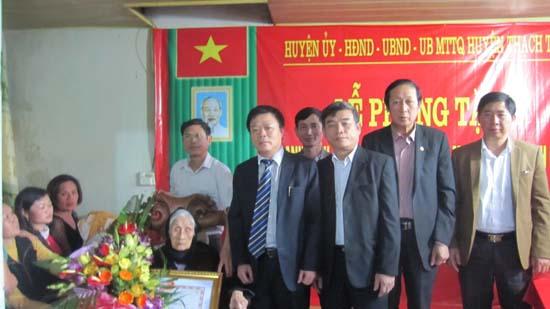 Huyện ủy, HĐND, UBND, UBMTTQ huyện Thạch Thất tổ chức Lễ phong tặng danh hiệu Bà mẹ Việt Nam anh hùng