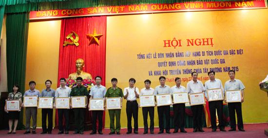 Thạch Thất tổng kết lễ đón nhận bằng xếp hạng di tích quốc gia đặc biệt, quyết định công nhận bảo vật quốc gia và khai hội truyền thống chùa Tây Phương năm 2015