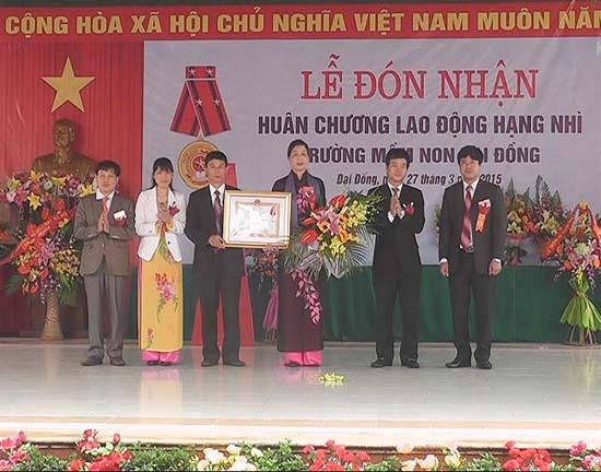 Trường Mầm non xã Đại Đồng đón nhận Huân chương Lao động hạng nhì.