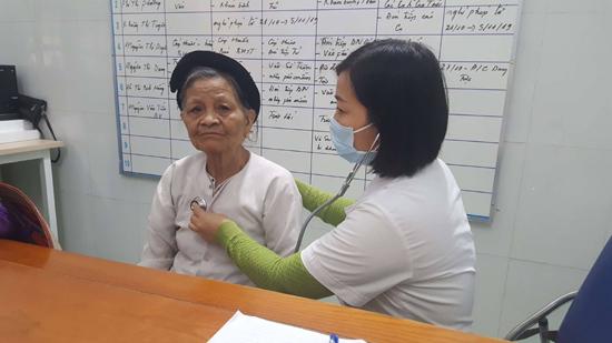 Khám, tư vấn và cấp thuốc miễn phí cho đối tượng Người cao tuổi tại xã Chàng Sơn