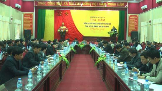 Huyện Thạch Thất tổ chức tọa đàm nâng cao hiệu quả thực hiện quy chế dân chủ trong các loại hình mới.