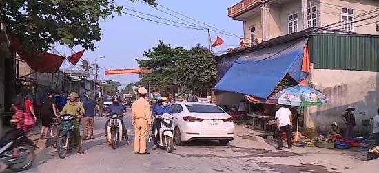 Chàng Sơn phối hợp giải tỏa vi phạm hành lang an toàn giao thông trên đường tỉnh lộ 419