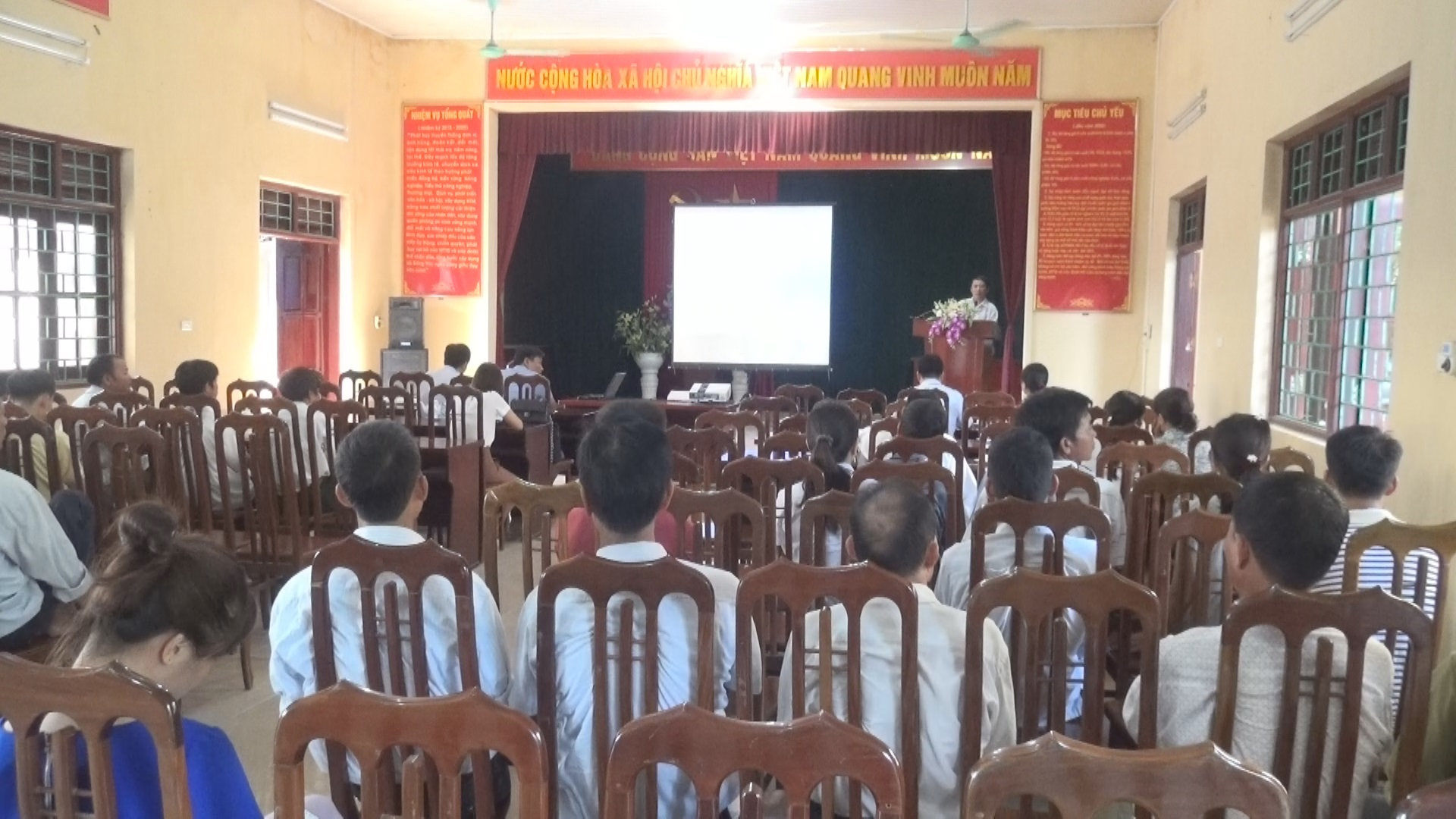 Trạm Thú y huyện Thạch Thất tập huấn kỹ thuật phòng và điều trị bệnh cho vật nuôi