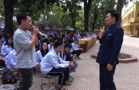 """Trường THPT Thạch Thất tổ chức Chương trình ngoại khóa """"Sống ước mơ và khát vọng"""""""