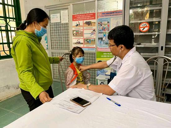 Trung tâm y tế huyện khám chữa bệnh cho các đối tượng chính sách, hộ gia đình có hoàn cảnh khó khăn và trẻ em nghèo tại xã Tiến Xuân