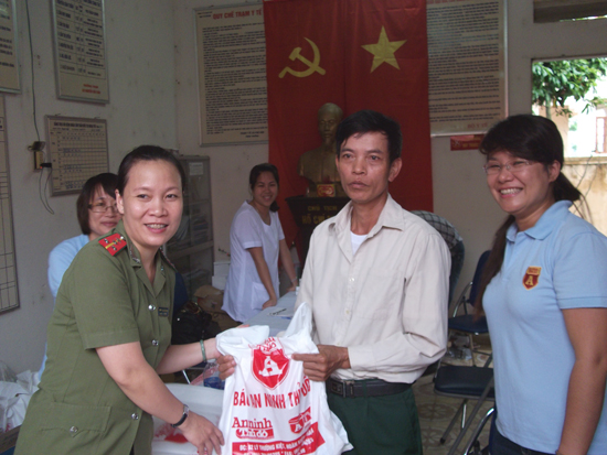 Khám chữa bệnh miễn phí tại xã Phú Kim- huyện Thạch Thất
