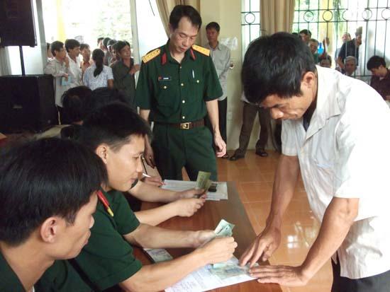 Huyện Thạch Thất chi trả trợ cấp một lần cho các đối tượng chính sách