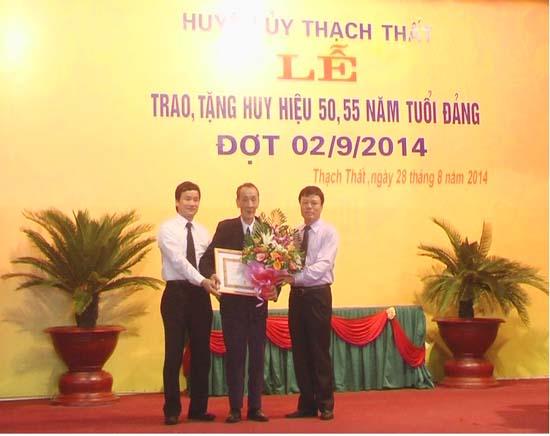 Huyện Thạch Thất trao tặng huy hiệu 50, 55 năm tuổi đảng đợt 2/9/2014.
